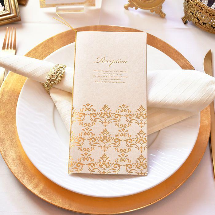 しなやかでやさしい紙質のアイボリーカラー台紙を、ゴールドの箔押しで贅沢にドレスアップ