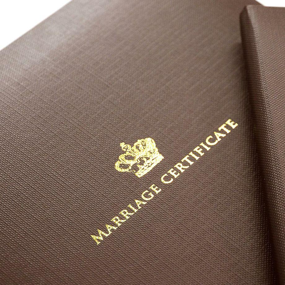 結婚証明書クラウンの格調高いゴールドの箔押し