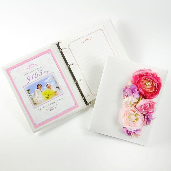 可愛いピンクのアーティフィシャルフラワーをアレンジした花嫁の手紙