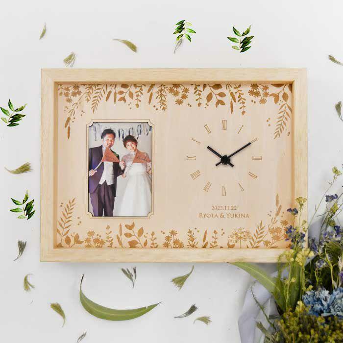 結婚式の両親プレゼントにおしゃれなフォトフレーム付きの木製時計