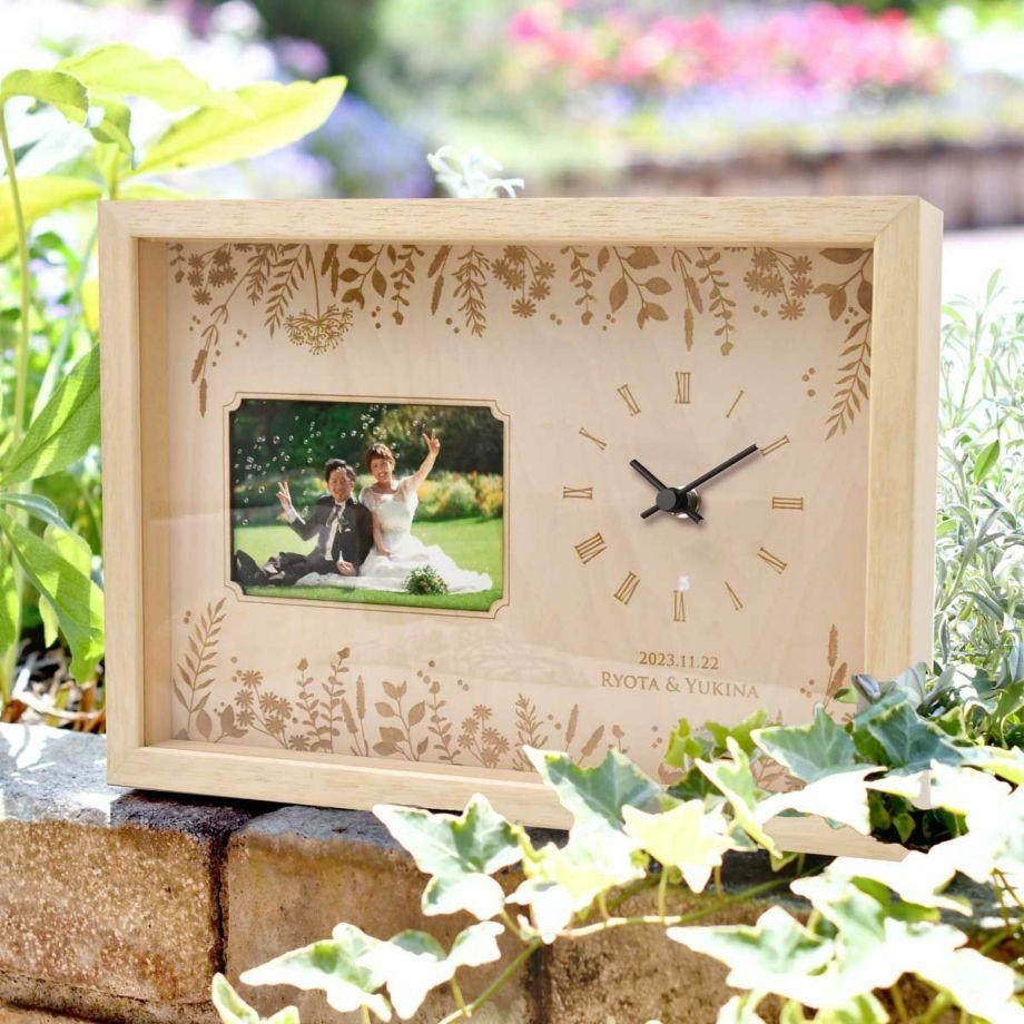 届いてから 好きな写真をセットして贈れるフォトフレーム付きの木製時計
