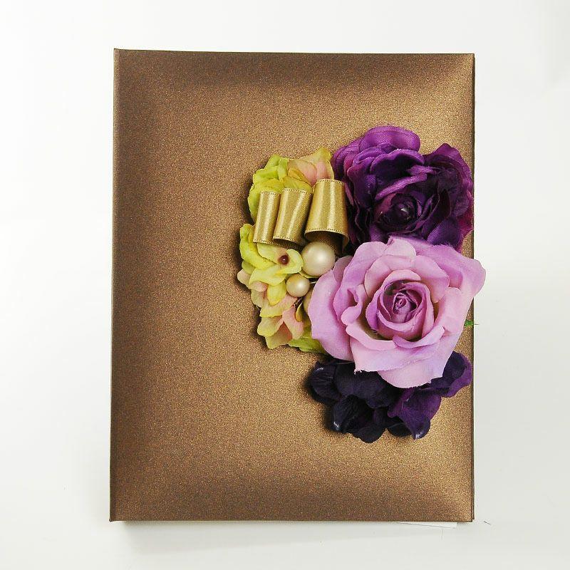 ブラウンのカバーにアーティフィシャルフラワーをアレンジした花嫁の手紙