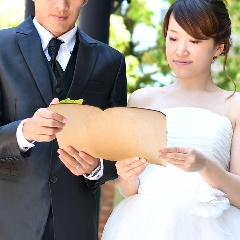 宣誓シーンを可愛く演出!絵本の世界のような本のカタチの結婚証明書