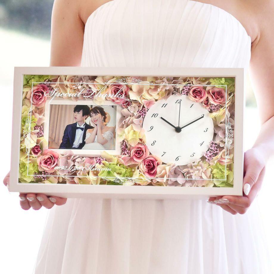 花時計にフォトフレームも+して華やかさも実用性も兼ね備えた両親プレゼント