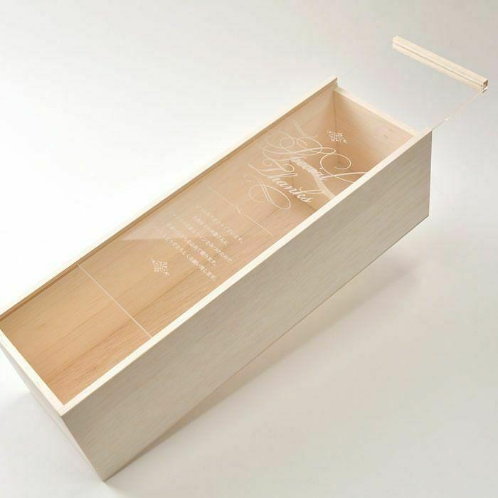 オリジナルのメッセージを彫刻した木箱とフラワーアクセサリーのギフトセット
