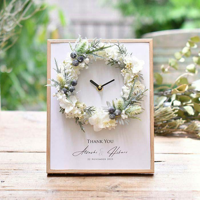 「永遠」をあらわすリースをアレンジした時計の両親プレゼント