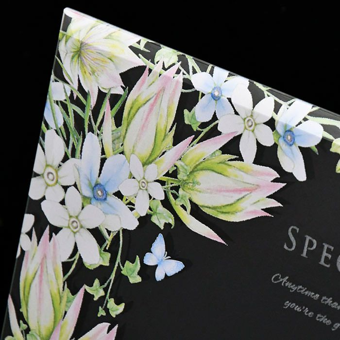 セルリア=可憐な心、アイビー=永遠の愛、ブルースター=幸福な愛、など幸せな花言葉をもつお花を咲かせました