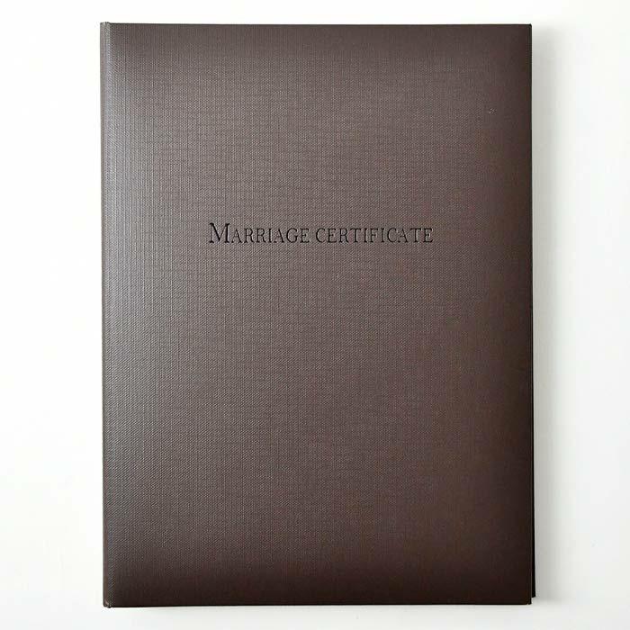 結婚証明書カバーは高級感があっておしゃれなブラウン