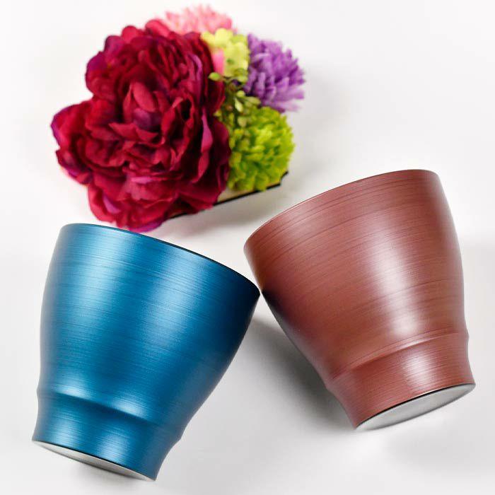 フリーカップは鮮やかな発色が特徴のパール漆塗り仕上げ。手ごろな大きさで、手にしっくりとなじみます。温冷・和洋どちらでもお使い頂ける品です。