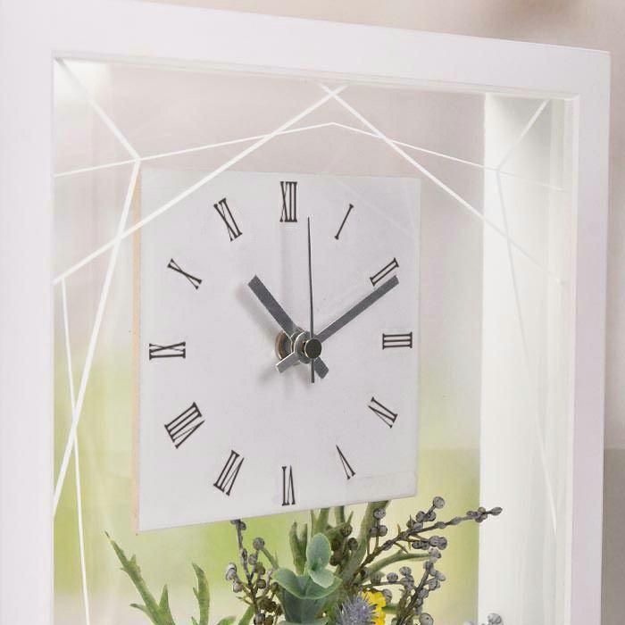シンプルで見やすい国産時計を採用