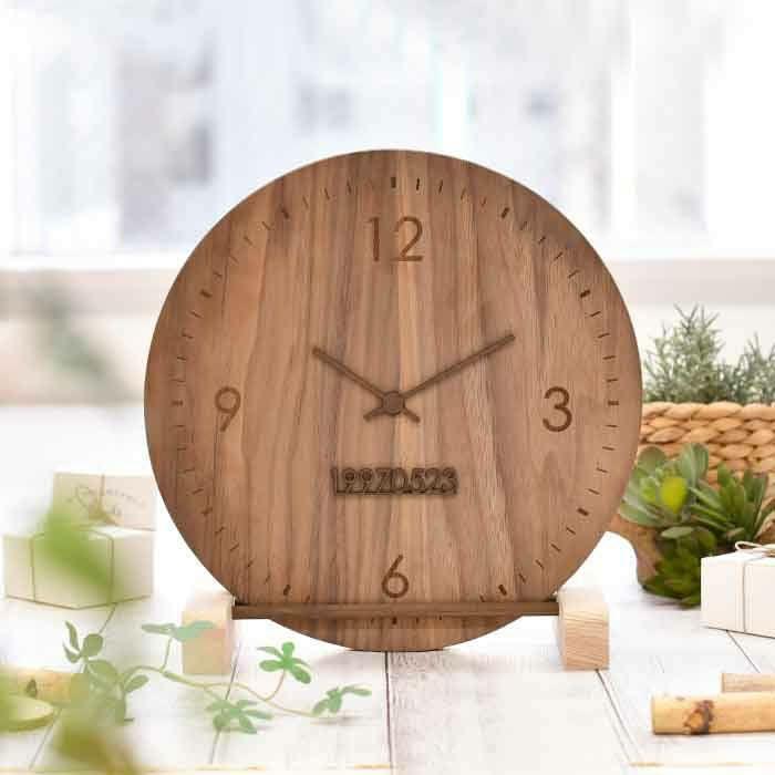 まるで時計のようなフォルムの木製の花嫁の手紙