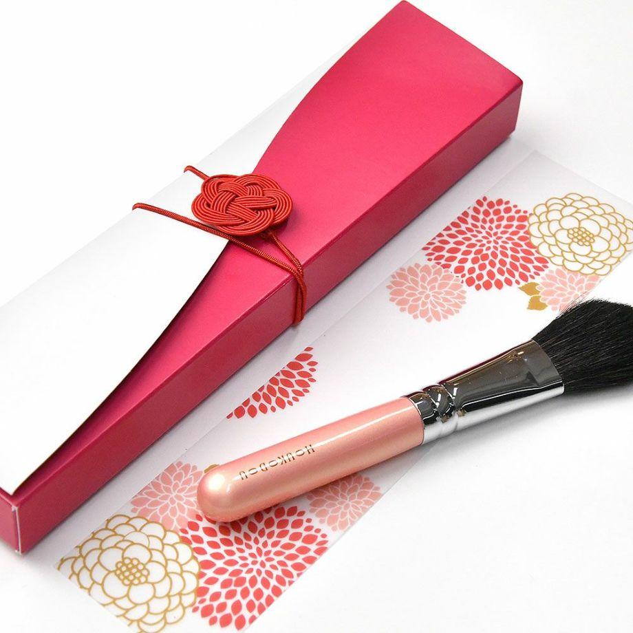 顔合わせ会で贈る記念ギフト「熊野筆チークブラシ」