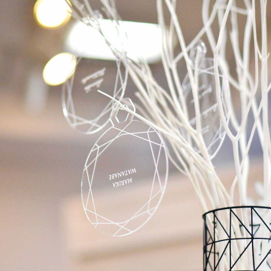 アクリル素材のおしゃれなデザインアイテムだから、挙式後はお部屋に飾ったりゲストへのお土産にもなります