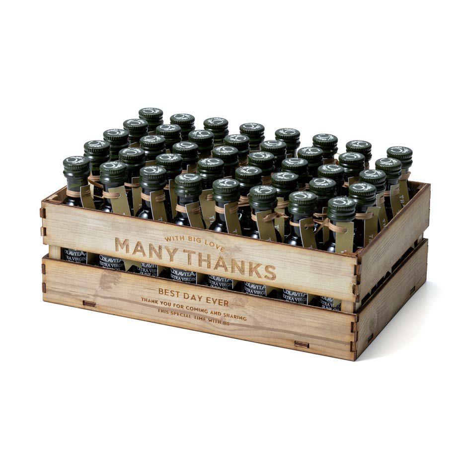 木箱入りのオリーブオイル