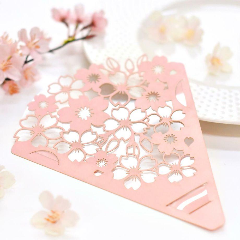 コロナ禍の結婚式の感染対策アイテム「フェイスシールド」春婚にぴったりの桜のデザイン。