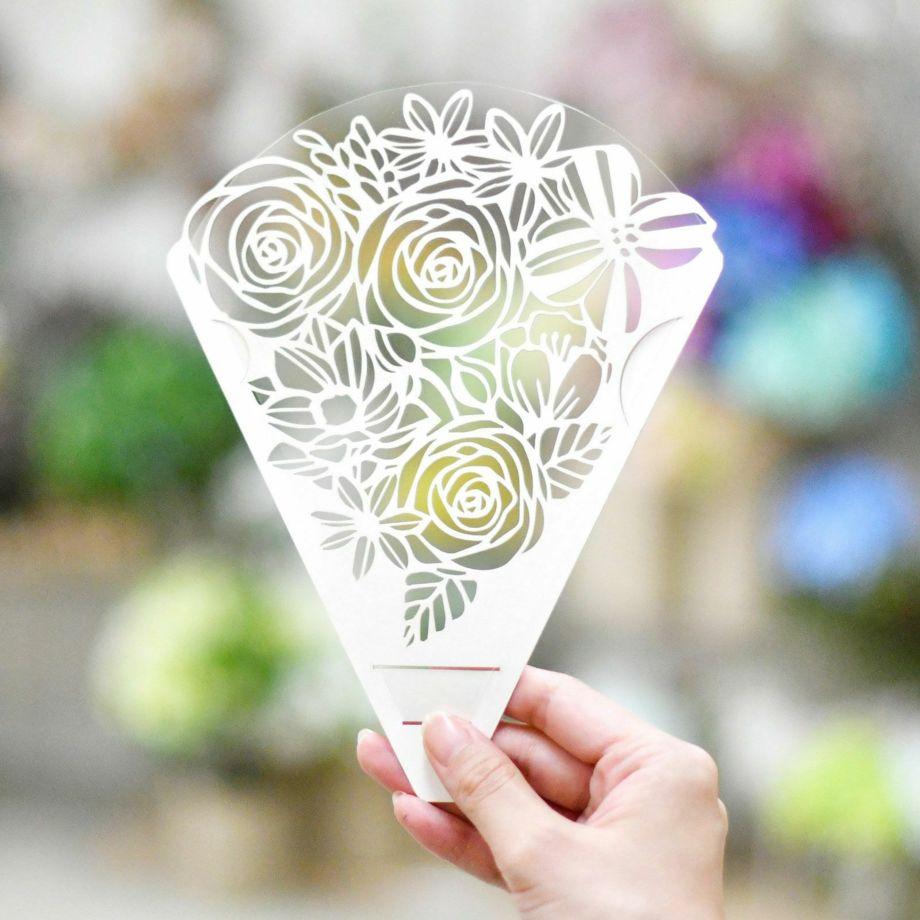 花束を持つようなイメージで、透明のフィルム面を顔に向けてご使用ください
