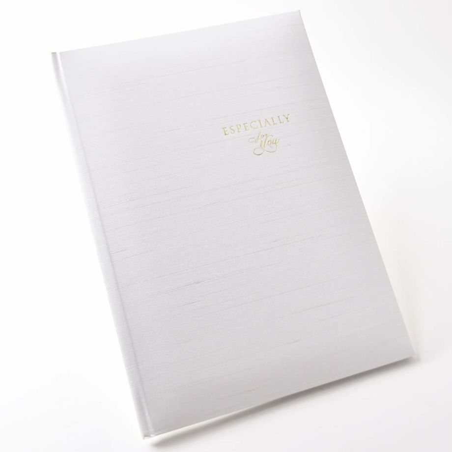 家系図ブックは高級感あるホワイトの表紙