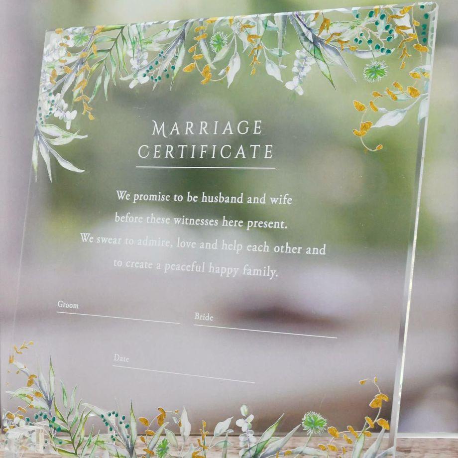 軽量で持ち運びしやすいアクリル結婚証明書