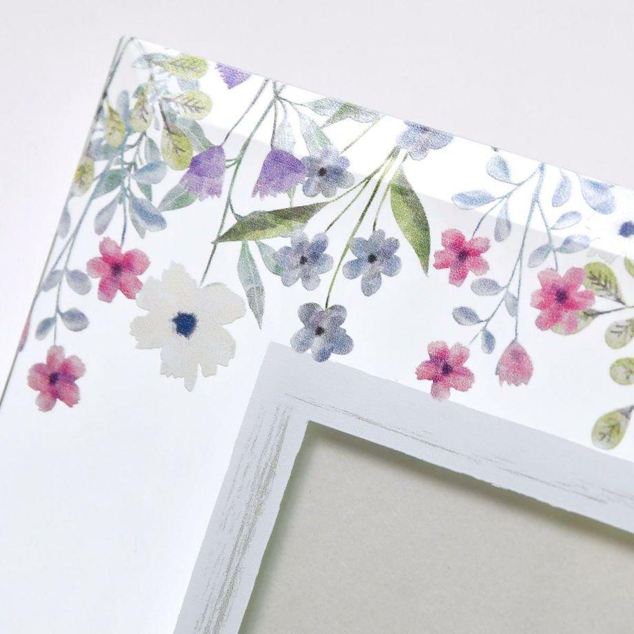透明感が美しいガラスにおしゃれなフラワーデザインをUV印刷した子育て感謝状